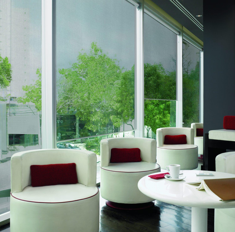 Lobby Hotel con cortinas enrollables tejido SilverScreen